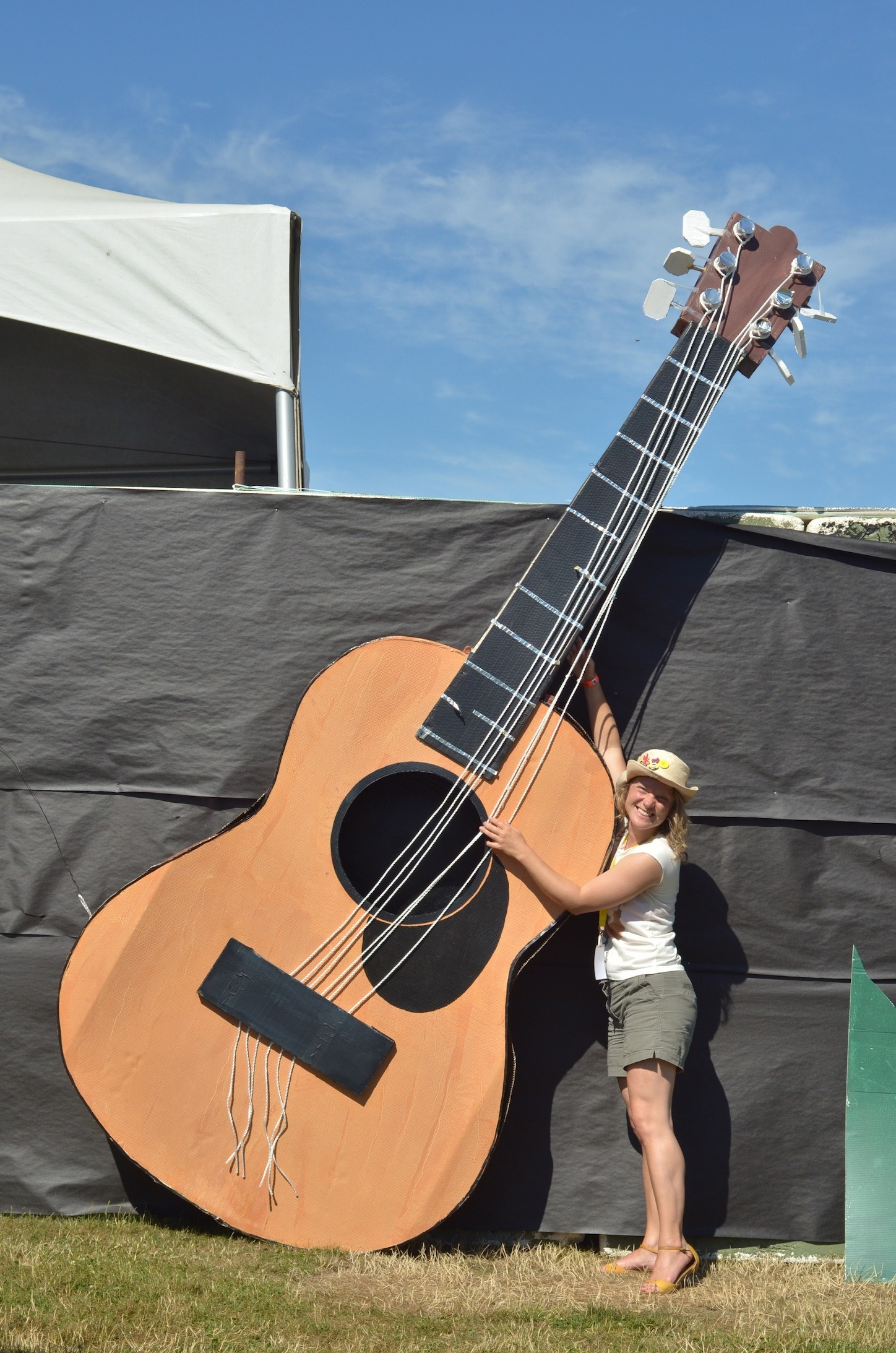 I think that guitar might be a bit big for you, Cloé!